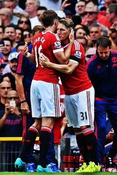 Nowy piłkarz Manchesteru United zadebiutował w zespole • Bastian Schweinsteiger zmienia Carricka w Premier League • Wejdź i zobacz >> #manutd #manchesterunited #football #soccer #sports #pilkanozna