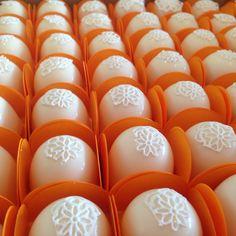 Mini trufas - decoradas com rendas de açúcar