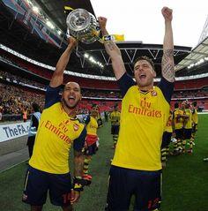 Walcott & Giroud celebrating the 2015 FA Cup Championship