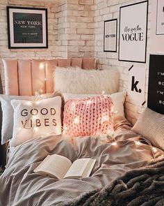 bedroom decor for couples . bedroom decor ideas for women . bedroom decor for small rooms . bedroom decor ideas for couples . Dorm Room Designs, Dorm Room Styles, Cute Room Decor, Girl Room Decor, Tumblr Room Decor, Easy Diy Room Decor, Tumblr Rooms, Cheap Room Decor, Room Ideas Bedroom