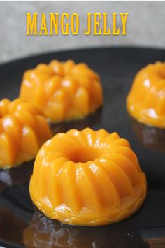 This is a really easy recipe you can make with mangoes and agar agar. It uses fresh mango fruit and along china grass. The pudding taste. Jelly Desserts, Mango Dessert Recipes, Asian Desserts, Sweet Desserts, Mango Jello Recipes, Agar Agar Pudding Recipe, Pudding Recipes, Mango Pudding Recipe Chinese, Mango Sago Recipe