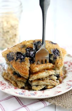 Deliciously easy blueberry oatmeal pancakes. An easy vegan pancake recipe…