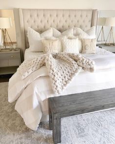 57 Simple Bedroom Design Ideas That On A Budget But Still Cozy - Home-dsgn Cozy Bedroom, Dream Bedroom, Home Decor Bedroom, Modern Bedroom, Bedroom Wall, Contemporary Bedroom, Cozy Master Bedroom Ideas, White Comforter Bedroom, Neutral Bedding