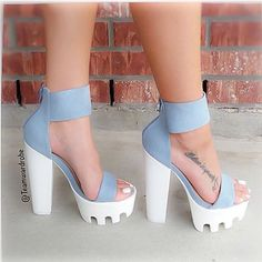 Love these shoes Dr Shoes, Cute Shoes Heels, Pretty Shoes, Crazy Shoes, Me Too Shoes, Fashion Heels, Sneakers Fashion, Heeled Boots, Shoe Boots