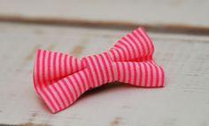Barrette bébé clic-clac petit nœud / Rose fluo à rayures blanches : Accessoires coiffure par noeud-vous-deplaise