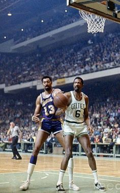 Wilt Chamberlain of the Los Angeles Lakers and Bill Russell of the Boston Celtics, photographed during the NBA Finals at Boston Garden, Boston, Massachusetts, April-May Celtics Basketball, Basketball Legends, Sports Basketball, Basketball Players, Basketball Jones, Basketball Court, Larry Bird, Basket Nba, Wilt Chamberlain