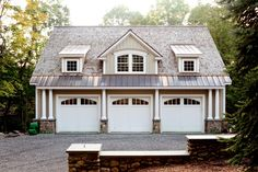 Grab popular Marvelous Carriage House Garages Detached Garage Guest House design ideas from Phyllis Alexandra to makeover your home. Garage Guest House, Carriage House Garage, Garage Loft, Barn Garage, Garage Doors, Barn Doors, Garage Workshop, Garage Exterior, Garage Cabinets