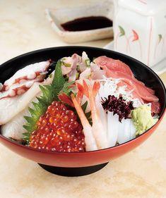 Bowl of rice topped with sashimi  海鮮丼