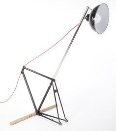 design projet étudiant lampe cycliste sur cadre ancien de vélo france