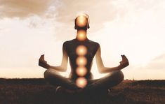 Learn how meditation, yoga, diet and essential oils can help open and align your body's 7 chakras. Kundalini Reiki, Chakra Healing Meditation, Le Reiki, Root Chakra Healing, Yoga Meditation, 7 Chakras, Vishuddha Chakra, Sacral Chakra, Natural Remedies
