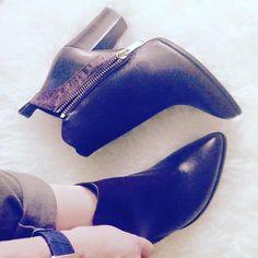 Las chicas de la revista de moda @grenzamag con botines marrones de tacón élysèss