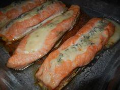 Gorgonzolafylld lax med vitvinsås – Made By Rebecka Salmon Dishes, Munnar, Lchf, Fresh Rolls, Sausage, Low Carb, Fish, Meat, Ethnic Recipes