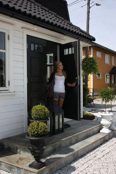 charm design Black Doors, Front Porch, House Styles, Outdoor, Home, Design, Patio, Outdoors, Black Front Doors
