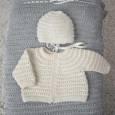 DG310-02 Theo & Thea Hentesett | Dale Garn Baby Hats Knitting, Free Knitting, Knitted Hats, Knit Crochet, Crochet Hats, Baby Barn, Pattern, Tekstiler, Crocheting