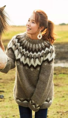 Girls Sweaters, Wool Sweaters, Sweater Fashion, Sweater Outfits, Icelandic Sweaters, Fluffy Sweater, Vogue Knitting, Sweater Weather, Women Wear