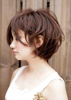 ふんわりとした、丸みが可愛いマッシュボブ   Luxe(ラグゼ)のヘアスタイル・髪型・ヘアカタログを探すなら楽天ビューティ。一見クールなのにディティールは甘めの愛されボブです。丸みのある柔らかなフォルムがさりげなくキュートで、高感度アップ間違いなし!エアリーな質感と透明感のあ・・・ Cute Hairstyles For Short Hair, Pretty Hairstyles, Short Hair Cuts, Short Hair Styles, Good Hair Day, About Hair, Silver Hair, Hair Dos, Hair Type
