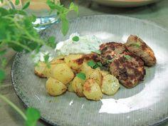 Grekiska lammfärsbiffar med fetaost och citronpotatis