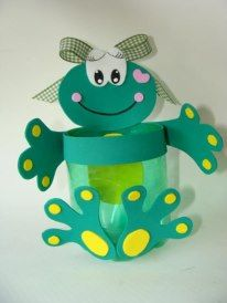 Artesdaka Frog Crafts, Diy And Crafts, Crafts For Kids, Arts And Crafts, Paper Crafts, Preschool Gifts, Craft Activities, Plastic Bottle Crafts, Class Decoration