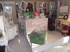 One of the rooms uptairs is full of great antiques and primitives.