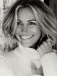 Julia Roberts - Born October Georgia native Julia Roberts was raised in a fervently pro-theater environment. Her parents regularly hosted acting and writing workshops, and both of the Roberts children (Julia and her brother Eric) showed a Hollywood Icons, Hollywood Actor, Hollywood Actresses, Beauty Photography, Portrait Photography, Female Photography, Photography Website, Foto Top, Photo Portrait
