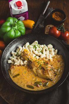 Kurací perkelt s haluškami Paella, Curry, Ethnic Recipes, Food, Red Peppers, Curries, Essen, Meals, Yemek