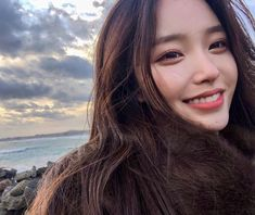 Image in collection by mystyle on We Heart It Korean Beauty Girls, Pretty Korean Girls, Cute Korean Girl, Asian Beauty, Asian Girl, Pelo Ulzzang, Mode Ulzzang, Korean Boys Ulzzang, Ulzzang Girl Fashion