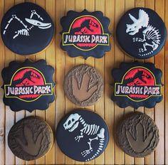 jurassic park world Biscoitos Jurassic Park! Park Birthday, Dinosaur Birthday Party, 5th Birthday Party Ideas, 4th Birthday, Jurassic World Cake, Festa Jurassic Park, Dinosaur Cookies, Party Decoration, Cookie Decorating