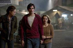Nora (Analeigh Tipton), Zombie R (Nicholas Hoult) und Julie (Teresa Palmer)