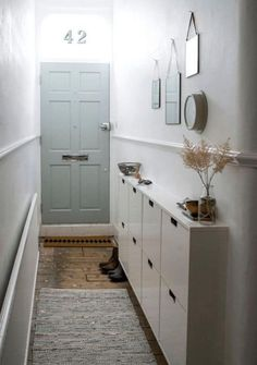 Smart DIY Small Apartment Decorating Ideas on A Budget - Page 9 of 56 Small Apartment Hacks, Small Apartment Decorating, Decorating Small Spaces, Small Apartments, Decorating Ideas, Decor Ideas, Small Apartment Entryway, Cozy Apartment, Small Hallway Furniture