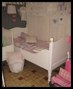KidKraft Tiffany Toddler Bed