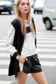 Oh hello bomber jacket! Have you already found your favourite? Visafran long bomber jacket / Vilone knit top / Viamtika shorts #bomberjacket #vilaclothes #clothes #jacket