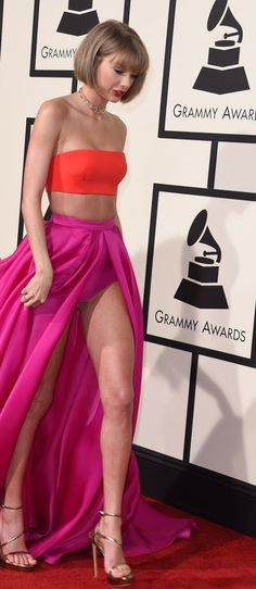 Weclome, Taylor's new bob. We are happy to meet you.   Taylor Swift Chopped Her Hair Off For The Grammys