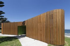 Fox Johnston enlivens Sydney beachfront with curvy Cook Park Amenities Timber Battens, Timber Cladding, World Architecture Festival, Architecture Awards, Architecture Wallpaper, Wood Architecture, Wc Public, Cafe Concept, Space Projects