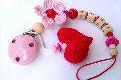 Schnullerkette mit Herz und Blume gehäkelt rosa von ENO-BUBI auf DaWanda.com