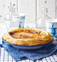This proper milk tart recipe is perfect for those who want a tart with a collar. The double puff pastry frill is sure to impress your tea-time guests. Custard Recipes, Tart Recipes, Dessert Recipes, Cooking Recipes, Desserts, Koeksister Recipe South Africa, Milktart Recipe, Milk Tart, Canned Blueberries