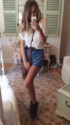 Ootd with my funky pants Shirt brandy Melville, shorts forever 21, shoes h&m, bag Charlotte rousse