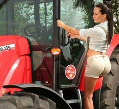 Antique Tractors, Vintage Tractors, Old Tractors, New Holland, John Deere 3130, Hot Country Girls, Redneck Girl, Sexy Cowgirl, Engin