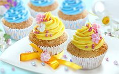 Download wallpapers cupcakes with yellow cream, sweets, dessert, cakes, Birthday, cupcakes Rosa Desserts, Pink Desserts, Yellow Cupcakes, Floral Cupcakes, Pink Rose Cake, Happy Birthday Cakes, Birthday Cupcakes, Forest Cake, Food Wallpaper