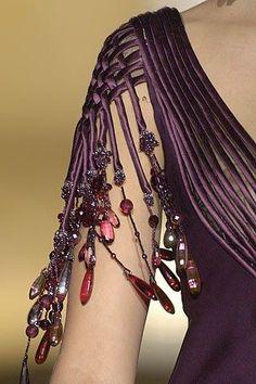 Valentino Fall 2005 Couture Fashion Show Haute Couture Style, Couture Mode, Couture Details, Fashion Details, Couture Fashion, Fashion Design, Juicy Couture, High Fashion, Fashion Show