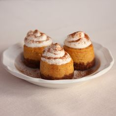 Mini Pumpkin Cheesecakes - Need to find mini spring form pans Thanksgiving Desserts, Fall Desserts, Just Desserts, Delicious Desserts, Dessert Recipes, Yummy Food, Creative Desserts, Yummy Yummy, Delish