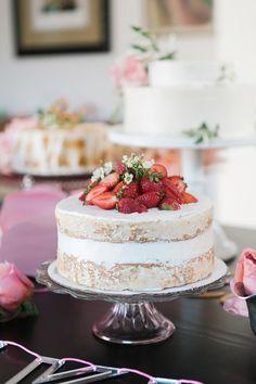 mesa com três naked cakes