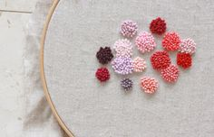 Video tutorial nodo francese o french knot. My Lovely Hook French Knot Embroidery, Embroidery Applique, Cross Stitch Embroidery, Embroidery Designs, Japanese Embroidery, Flower Embroidery, French Knot Stitch, French Knots, French Cuff