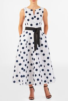 I this Polka dot print dupioni midi dress from eShakti 1950s Fashion Dresses, African Fashion Dresses, Fashion Outfits, Stylish Outfits, Fashion Women, Women's Fashion, Vintage Inspired Fashion, Vintage Inspired Dresses, Vintage Fashion