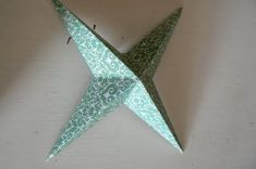 Make Hanging Christmas Stars. - The Magic Onions Christmas Stars, Christmas Crafts For Kids, Hanging Stars, Natural Homes, Onions, Magic, Holiday, Fun, Handmade