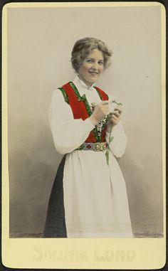 All sizes   Studioportrett av uidentifisert kvinne i bunad   Flickr - Photo Sharing!