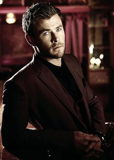 Chris Hemsworth's hairstyle