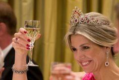 Reine Máxima nous a tous surpris en portant une tiare rarement vu de la voûte royale néerlandaise.