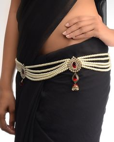 **This kamarband made with four white pearls layers nd an antique golden buckle with maroon pearl fastens this kamarband. -This jewelry piece wrapped in this picture around the jameh nd looks stunning nd fantastic ** Saree With Belt, Saree Belt, Girls Jewelry, Bridal Jewelry, Waist Jewelry, Pearl Necklace Designs, Kamar Bandh, Wedding Accessories, Jewelry Accessories