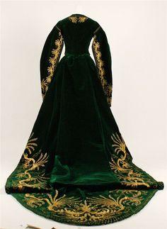 rear view of green court dress 2