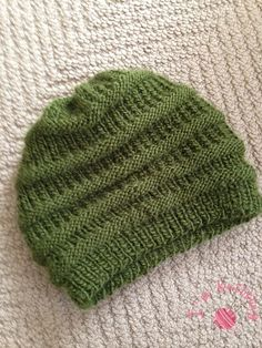 Ravelry: Easy Knit Slouchy Beanie pattern by Siobhan McRee Free Pattern Worsted wpi) ? Gauge 5 stitches and 8 rows = 1 inch in rib Needle size US 5 - mm Yardage 150 - 167 yards - 153 m) Sizes available one size fits most adults Loom Knitting, Knitting Patterns Free, Knit Patterns, Baby Knitting, Free Knitting, Free Pattern, Easy Patterns, Stitch Patterns, Knitting Projects